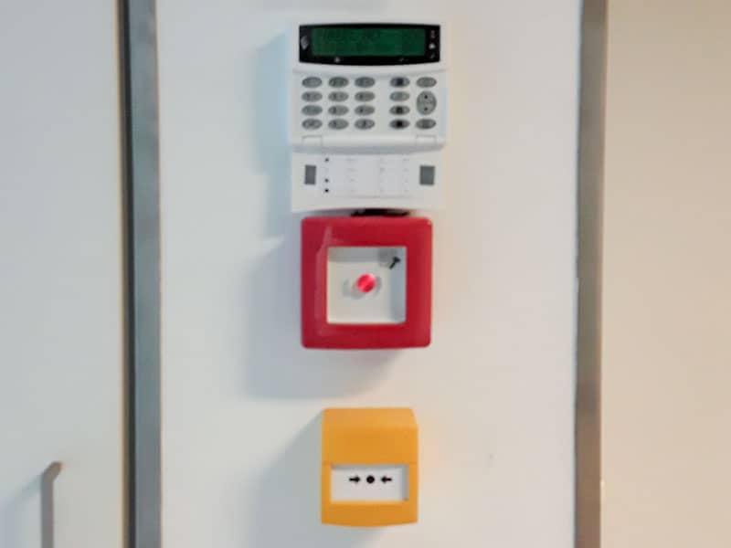 Visione d'insieme comadi antintrusione, rilevazione-incendio, spegnimento e controllo accessi sala apparati